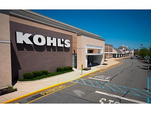 Khols Store front in a shopping plaza