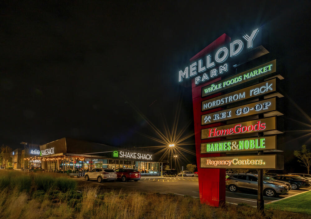 mellody_farm_front_signs