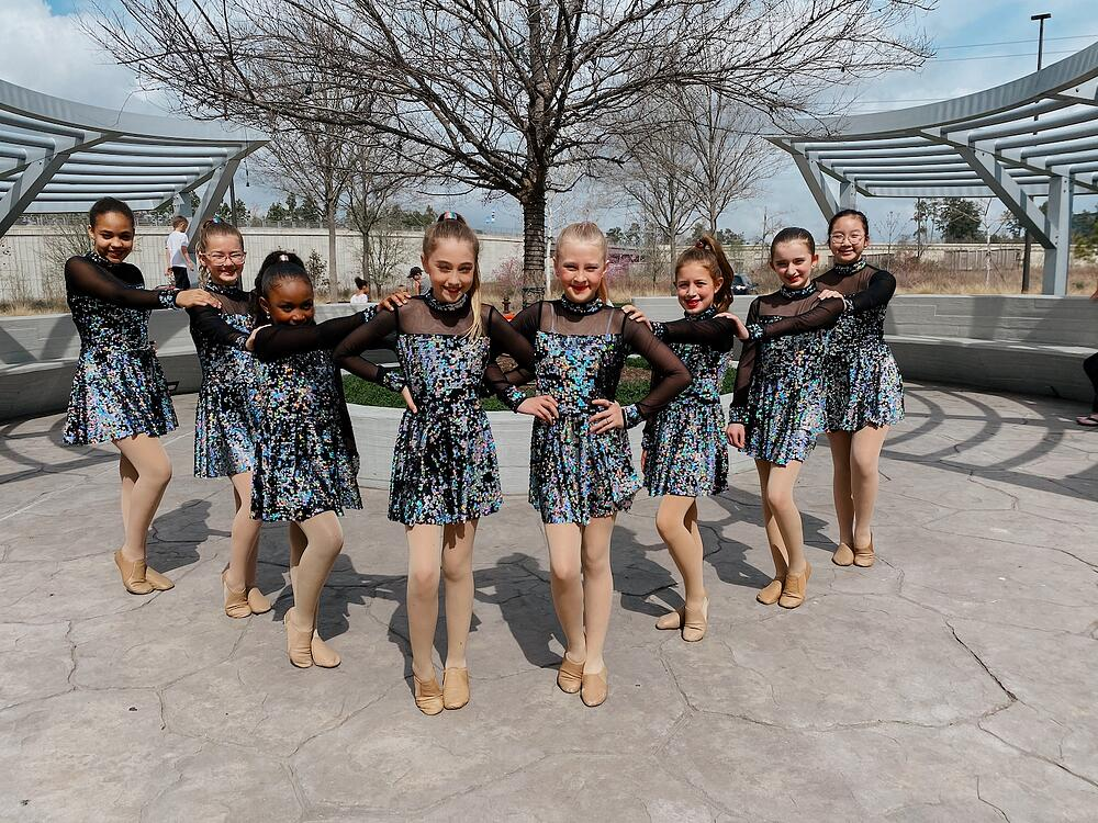 market_at_springwoods_village_dancers_group