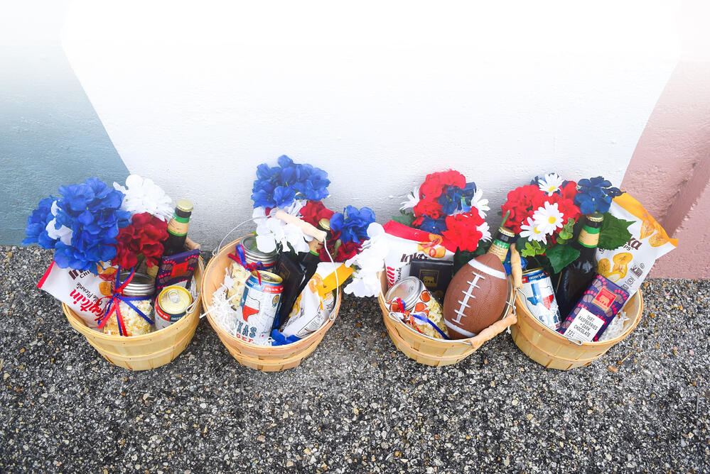 sports_baskets_tailgate_takeout